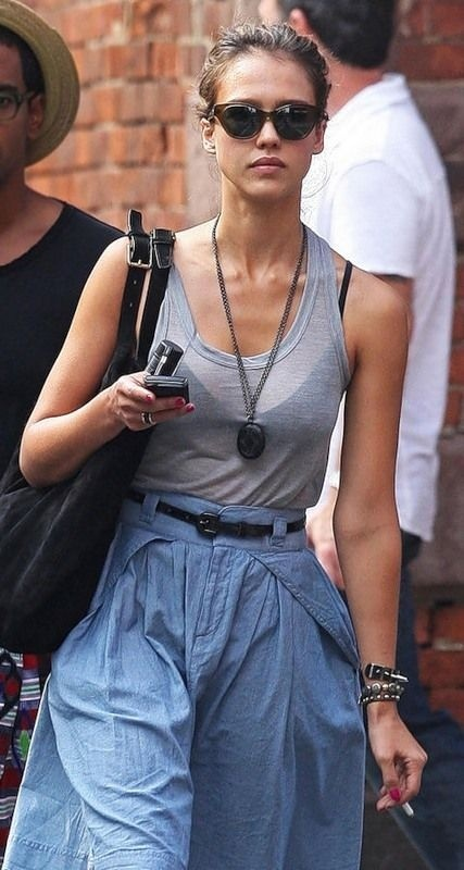Top 50 Celebrities who vape - jessica-alba