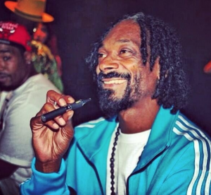 top 50 celebrities who vape - snoop dogg