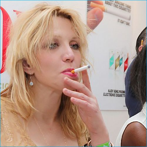 Top 50 Celebrities who vape - Courtney Love