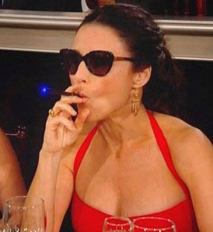 Top 50 Celebrities who vape - julia louis dreyfus