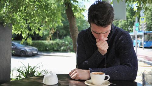 ٣٠ سببا لماذا يجب عليك الإقلاع عن التدخين والبدء في الفيبينج -السعال الفاضح