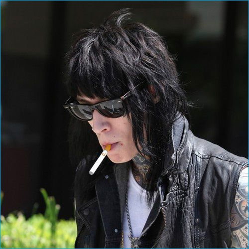 Top 50 Celebrities who vape - trace cyrus